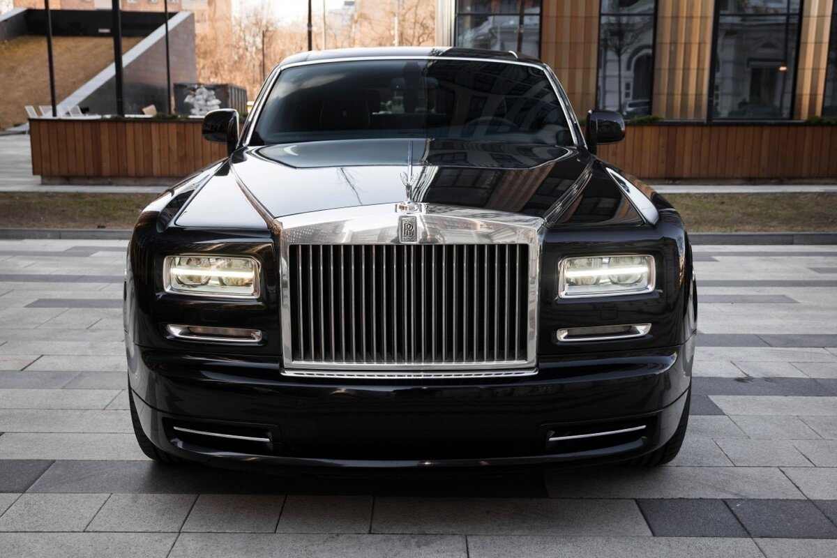 2014 Rolls-Royce Phantom Long VII Рестайлинг (Series II) Extended Wheelbase, чёрный, 22500000 рублей - вид 1