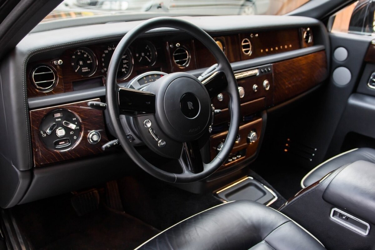 2014 Rolls-Royce Phantom Long VII Рестайлинг (Series II) Extended Wheelbase, чёрный, 22500000 рублей - вид 4
