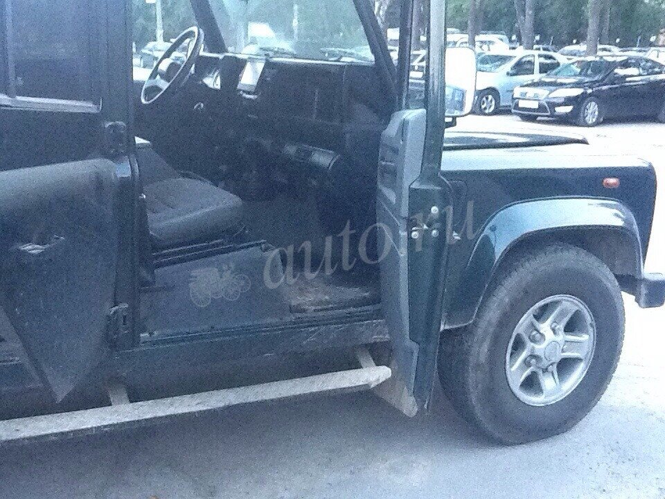2002 Land Rover Defender  I 110, зелёный - вид 8